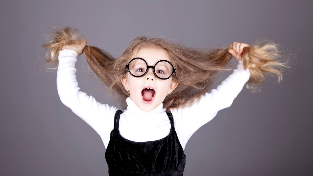 bambina con capelli sciolti