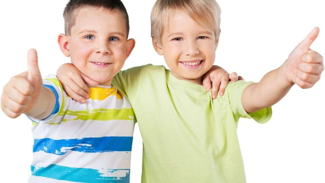 bambini maschi che sorridono