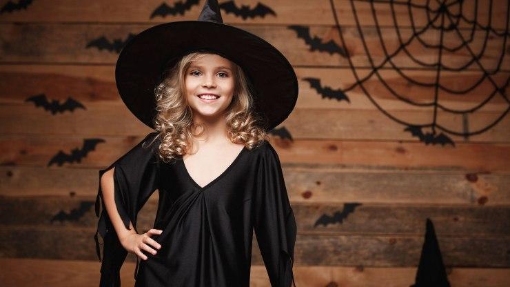 halloween costumino strega