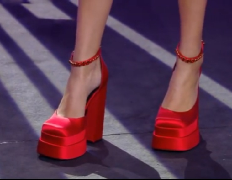 tacco rosso versace